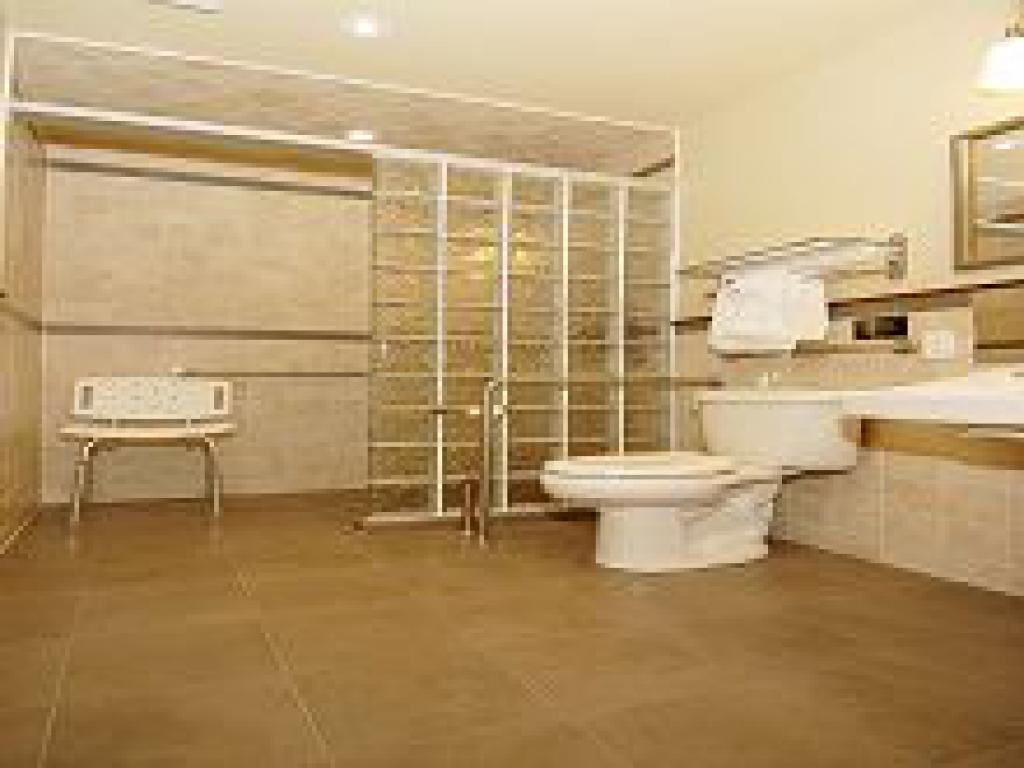 Accessible Suite-Double room-Ensuite-Standard
