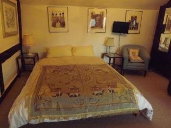 Double En-suite Guest Room - Garden Bedroom