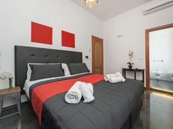 Matrimoniale o doppia-Bagno in camera con doccia-Vista strada