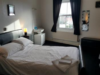 Room 6 - Double (Ensuite)
