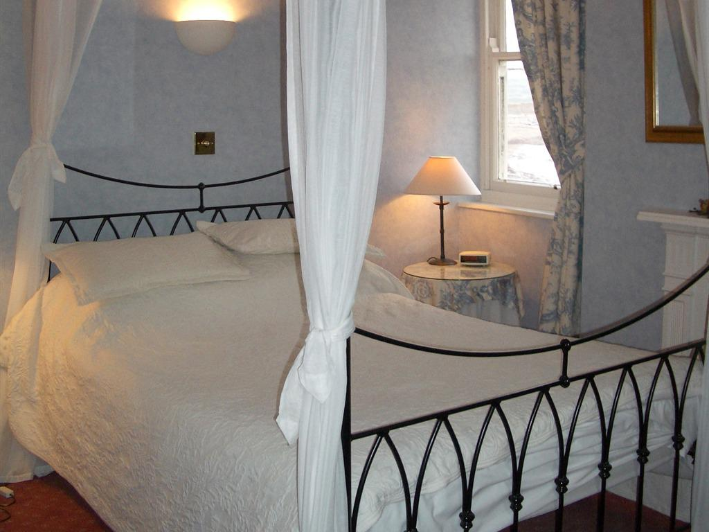 Double room-Ensuite-Four Poster  1st Floor - Base Rate