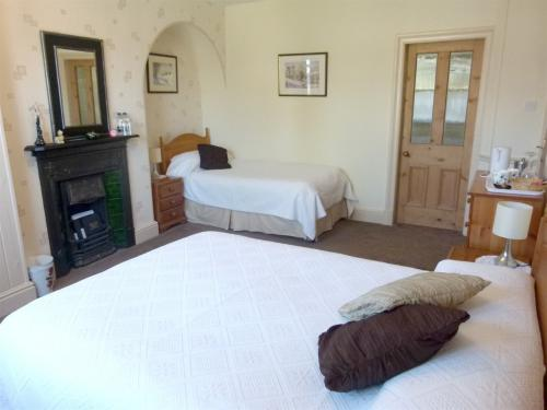 Room 3 Family room with 1 double bed and 1 or 2 single beds en suite