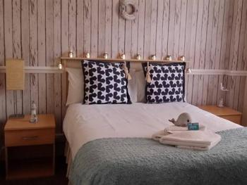 Double room-Budget-Ensuite-Room 9