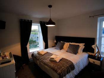 King-Ensuite with Shower-Lynton & Lynmouth