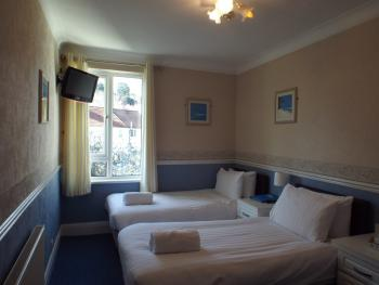 Twin room-Ensuite-Bath & Shower - Base Rate