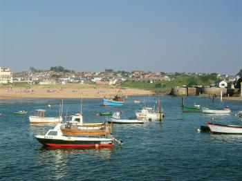 The seaside town of Bude is just 15 to 20 minutes drive.