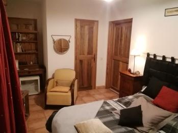 Chambre Simple-Confort-Salle de bain-Vue sur Jardin-LA BEAUME