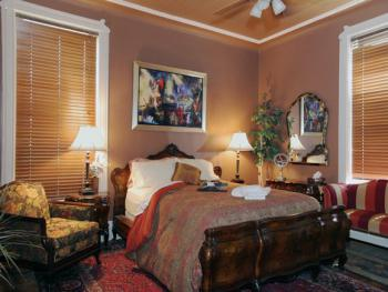 Lady D Suite- w/Queen Bed Walk-In Shower & Mini- Kitchenette- 2ND FLOOR PRIVATE BATH