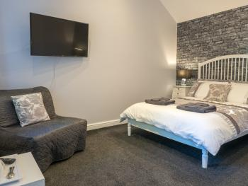 Double room-Family-Ensuite-Patio-Silver - Base Rate