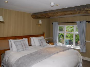 Room 4 - Double or Twin En-suite with Garden View
