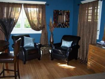 Emily Dickinson Guestroom Sitting Area
