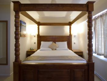 Double room-Executive-Ensuite-Four Poster