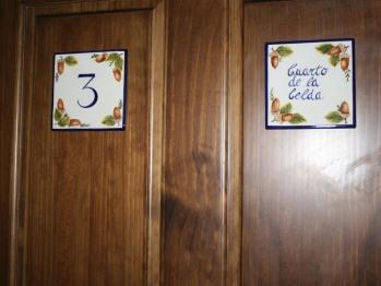 Cama de Matrimonio o Dos Camas-Superior-Baño con ducha-Vista a la Calle-Cuarto de la Celda - Tarifa Base