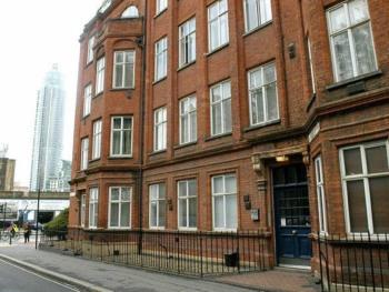 Vauxhall Park Apartment -