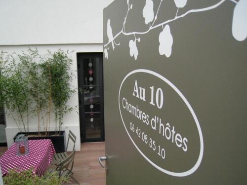 Entrée privative de nos chambres d'hôtes sur terrasse en bois