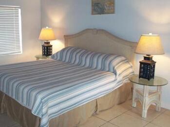 Quad room-Ensuite-Economy-Cottage 12 - Base Rate