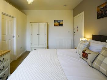 Double room-Deluxe-Ensuite with Shower-Mountain View-Room 1 - Base Rate