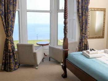 King-Superior-Ensuite-Sea View-4 Poster-BayWindow-Room 2