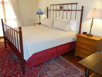 The Merriwether Suite - King Bed / 2 Twin Beds / Kitchenette / Stand-up Shower