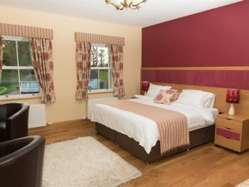 Triple room-Luxury-Ensuite with Shower-Garden View-Carnteel Room