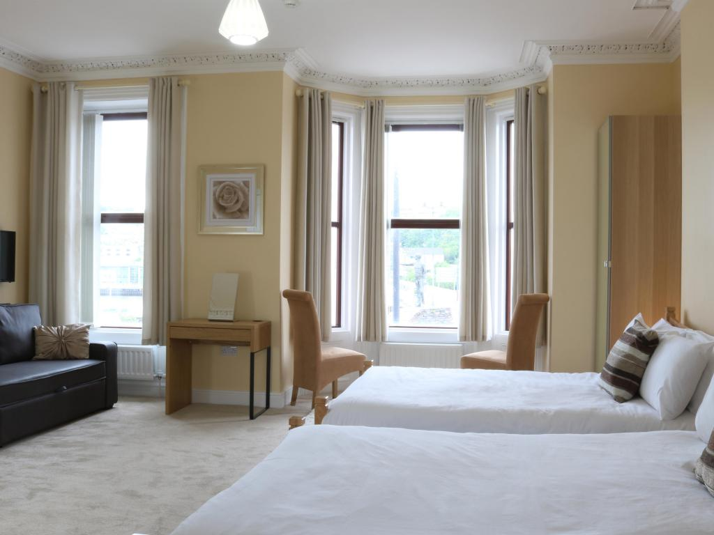 Family-Deluxe-Ensuite-Sleeps 5