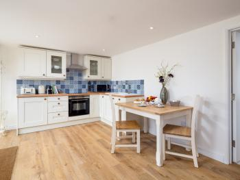 Barn End - fully fitted kitchen and dining area