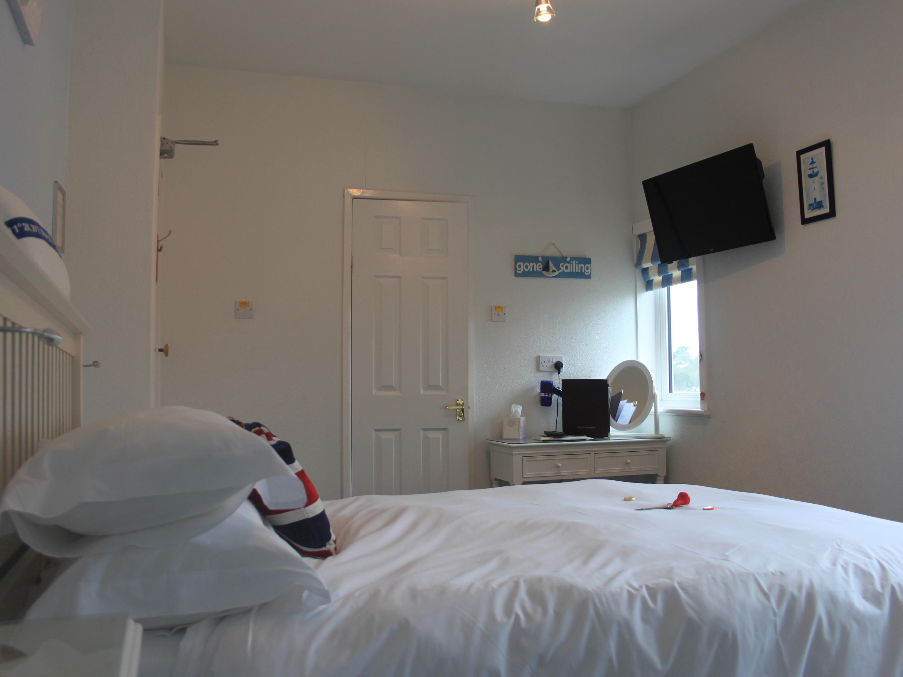 King-Premium-Ensuite with Shower-Harbour View-Breakfast Included