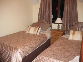 Twin bedroom in the Shippon