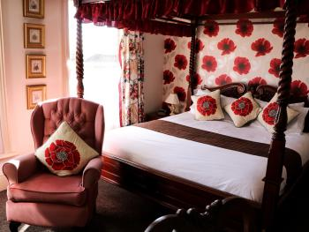 Trafalgar Guest House - Four poster bedroom. Rear facing.