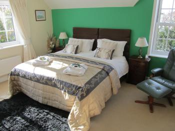 Double room-Superior-Ensuite with Shower-Garden View-Super King Size Bed