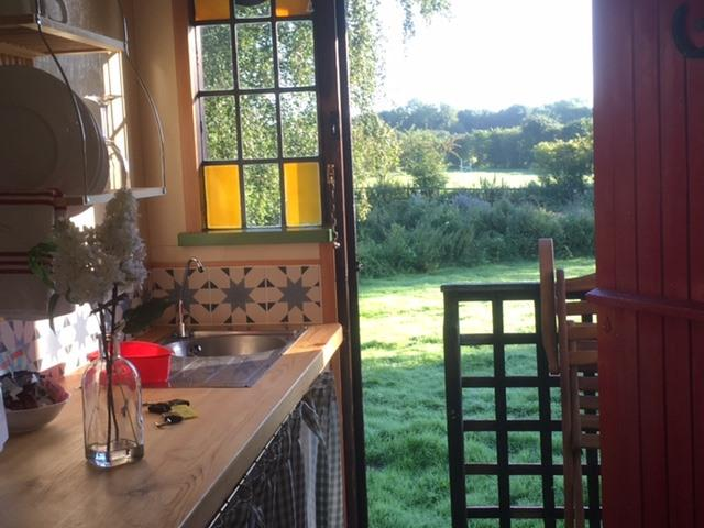 Hut-Basic-Private Bathroom-Garden View-Tom (Shepherd's Hut)