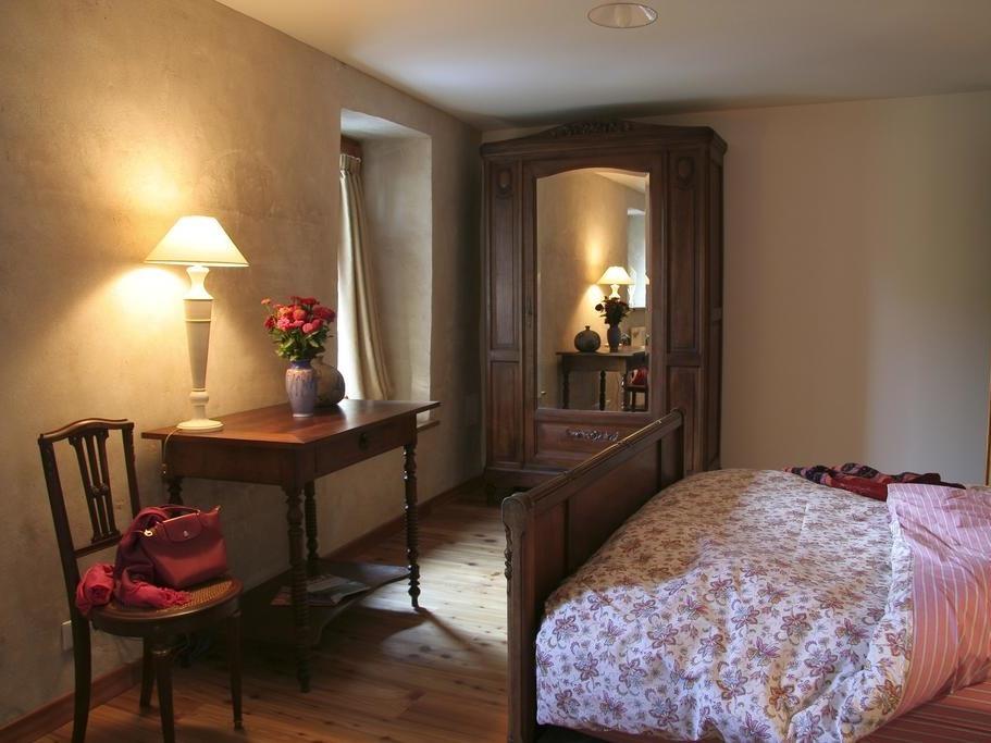 Famille-Confort-Salle de bain et douche-Vue sur Jardin - Famille-Confort-Salle de bain et douche-Vue sur Jardin