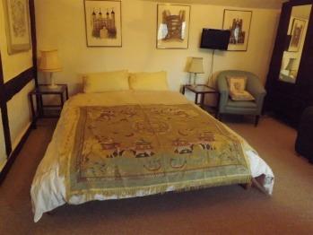 Garden rear en suite double bed room
