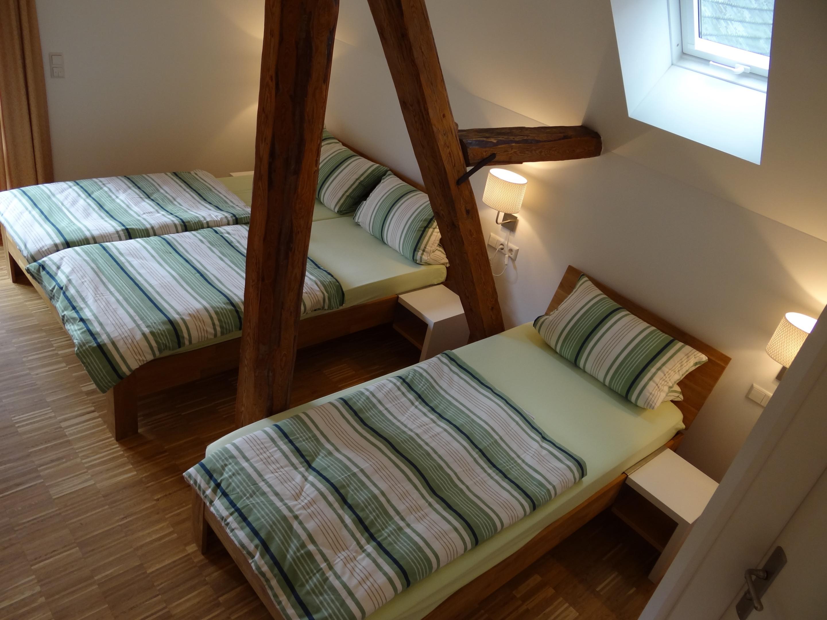 Dreibettzimmer-Ensuite Dusche-Balkon-mit Bergblick