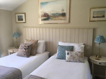 Bridge House Bed & Breakfast - Bed