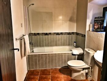 Val Ter bathroom with shower in bath. Hair dryer, soap, shampoo are included with the room.