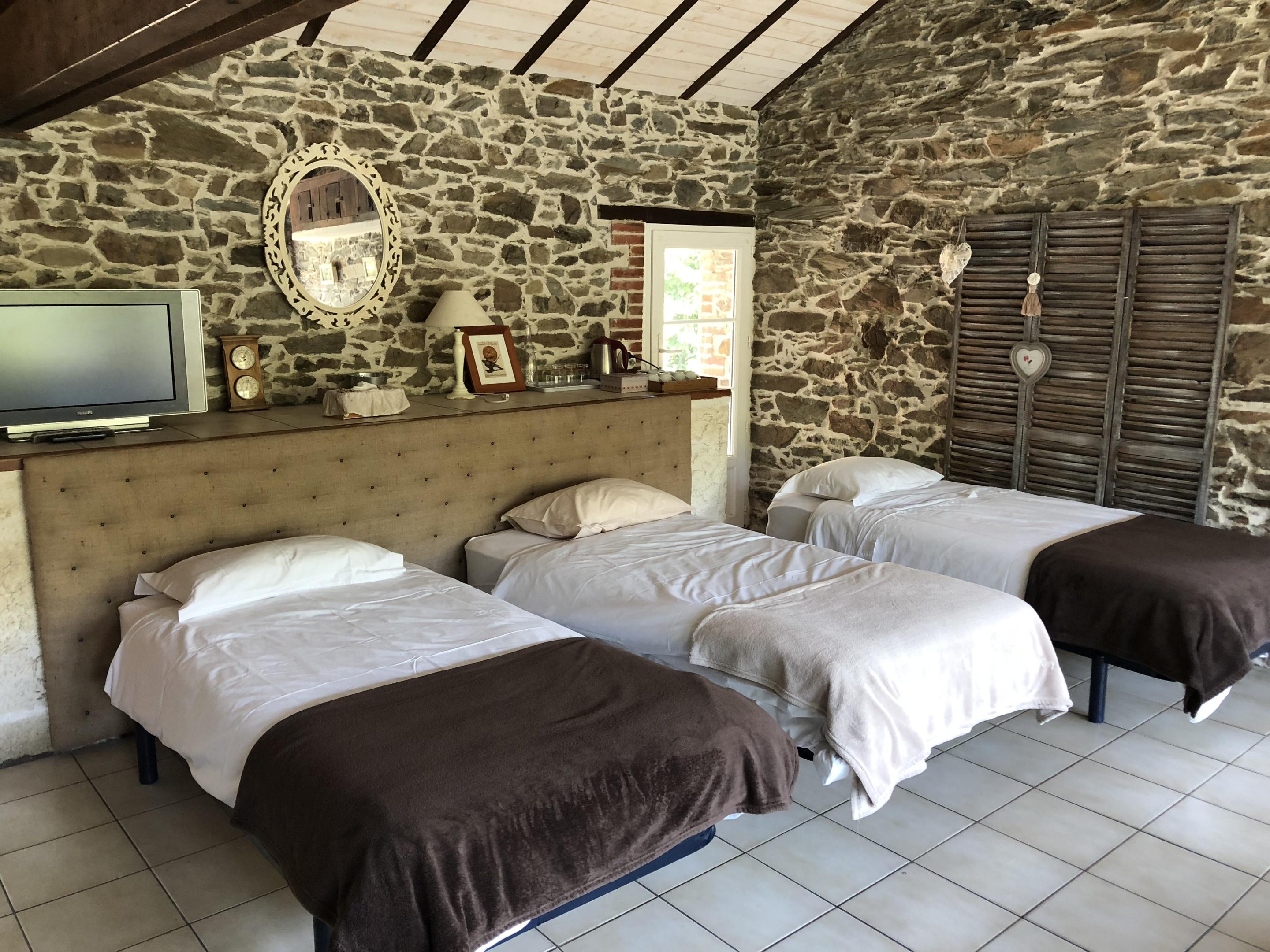 Suite-Famille-Salle de bain et douche-Vue sur Piscine-RDC