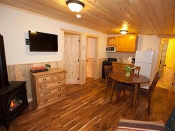 Arapaho (Bunkhouse Cabin Suite)