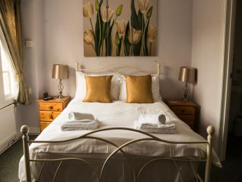 Double room - Ensuite with Shower - Street View - Dog Friendly