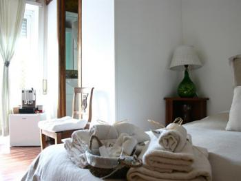 Rione Monti Standard Classic Room with en-suite bathroom and balcony