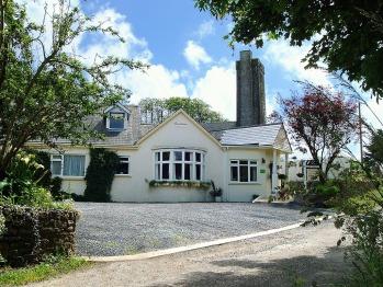 Rosedene Guesthouse - Front view & car park