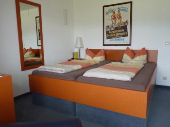 Doppelzimmer-Budget-Ensuite Dusche-Bergblick-Forsthaus 11