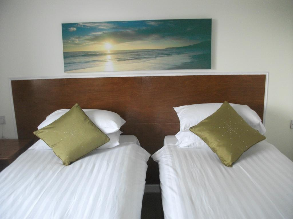 Twin room-Standard-Ensuite-Twin - Base Rate