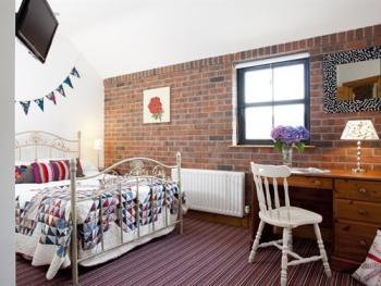 The Barn Self catering Room 2 sleeps 4 double and bunks