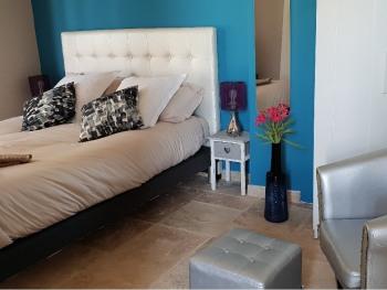 Chambre Simple-Standard-Douche-Vue sur Piscine-Pic Poul