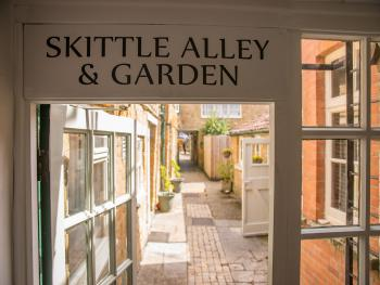 To skittle alley and beer garden