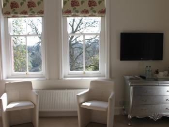 King-Premier-Ensuite with Bath-Garden View-First Floor