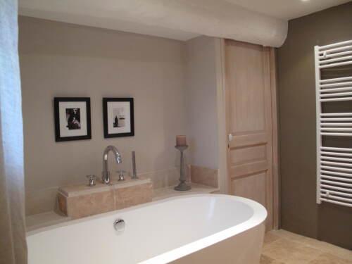 La Terrasse salle de bains avec douche à l'italienne et baignoire