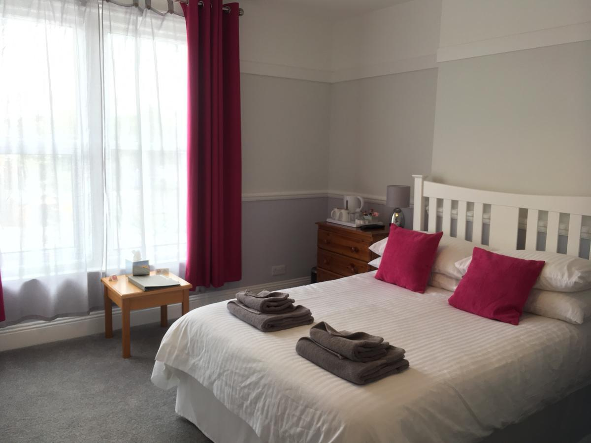 Triple room-Superior-Ensuite with Shower-Garden View-Family Twin Room 4 - Base Rate