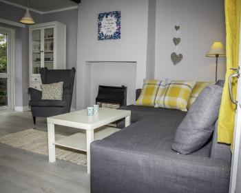 Sunny Cottage - Living room